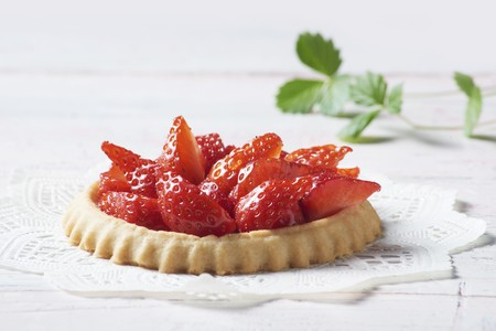 doiley: A strawberry tartlet on a doily