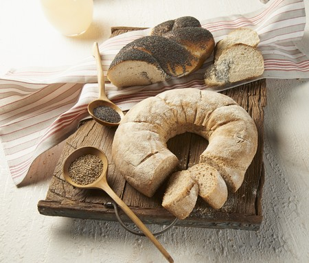 several breads: Wheat and sesame seed wreath loaf and a poppyseed loaf LANG_EVOIMAGES