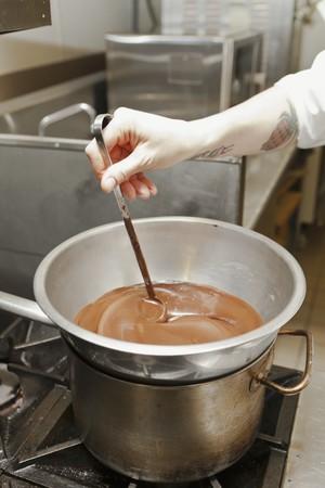 chocolate derretido: Un chocolate derretido agitaci�n cocinero