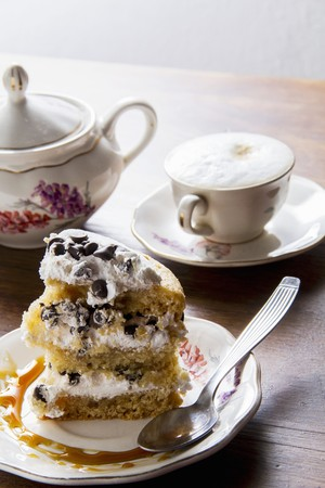 A cappuccino and a slice of chocolate chip cake LANG_EVOIMAGES
