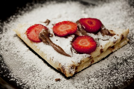 fragaria: Crepes with chocolate sauce and strawberries