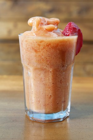 fragaria: A peach smoothie made with apple juice, oranges and strawberries
