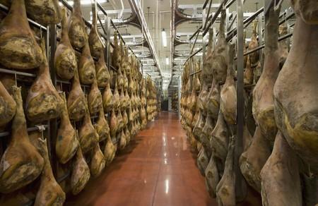 daniele: San Daniele ham hanging to dry