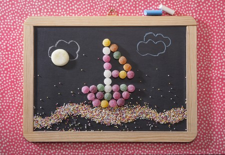 slaty: A sailing boat made from bonbons on a chalk board LANG_EVOIMAGES