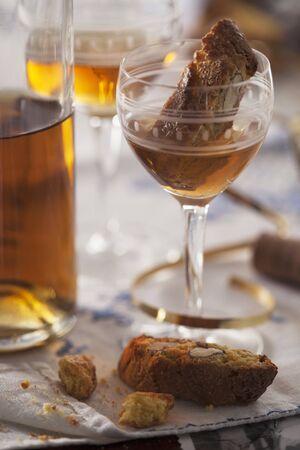 vin: Cantuccini e Vin Santo (almond biscuits and dessert wine, Italy)