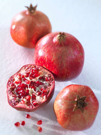 noone: Three whole pomegranates and a halved one