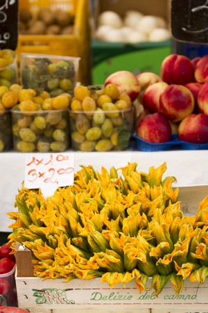 alfresco: Courgette flowers, grapes and nectarines at a market LANG_EVOIMAGES