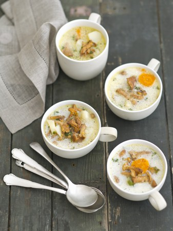 mushroom soup: Chanterelle mushroom soup with potatoes and cream LANG_EVOIMAGES