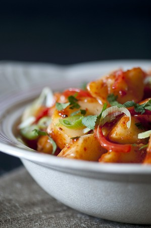 spring onions: Potato curry with chilli peppers and spring onions