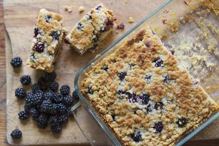 brambleberries: Blackberry cake and fresh blackberries