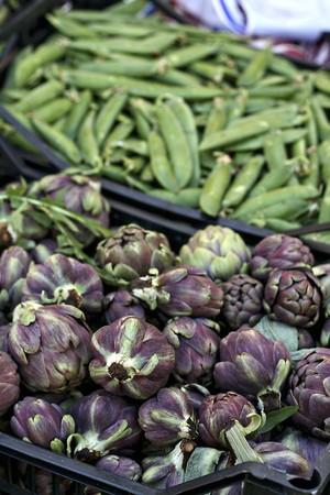 tout: Carciofini (mini artichokes) and mange tout at a market LANG_EVOIMAGES