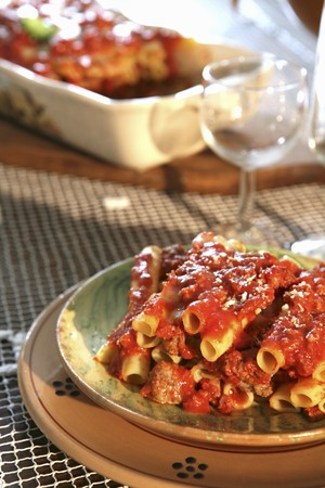 netlike: Pasta al forno (pasta bake with a tomato and minced meat sauce, Italy) LANG_EVOIMAGES