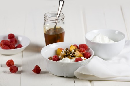 well made: Greek yogurt with fresh fruit, cereals and honey