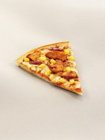 broiling: A slice of pizza with grilled chicken, sweetcorn and red onion