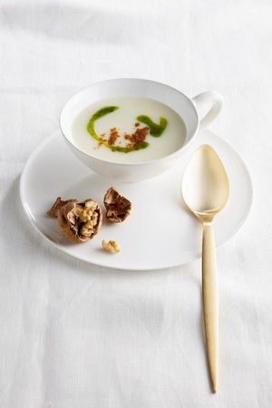 tuberous: Vichyssoise soup with walnuts and peppers LANG_EVOIMAGES