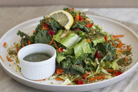 cocozelle: Kale salad with carrots, courgettes and a seaweed dressing LANG_EVOIMAGES