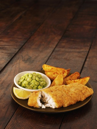 uk cuisine: Fish and chips with mushy peas and lemon