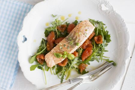 arugola: Steamed salmon on a bed of rocket