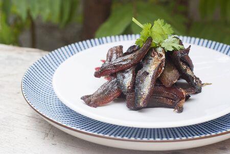 sardinas: Sardinas secas fritas (Tailandia)