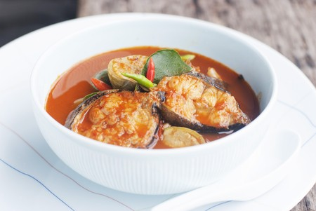 bullhead fish: Spicy sour fish curry with catfish and Thai aubergines (Thailand)