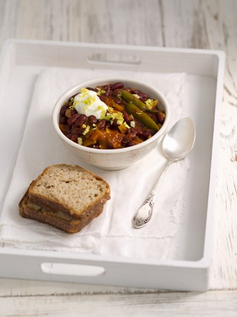 serrano: Kidney beans with tomato sauce, chipotle and Serrano chillis LANG_EVOIMAGES