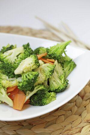broccoli salad: Broccoli salad with carrots