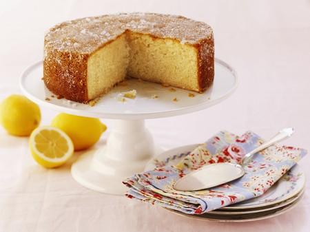 cakestand: Lemon drizzle cake, sliced