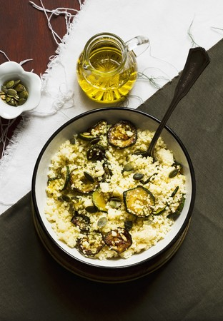cocozelle: Couscous with courgettes and pumpkin seeds