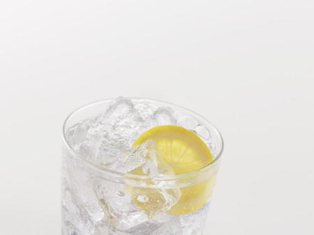 soda pops: Lemonade in a glass with fresh lemon