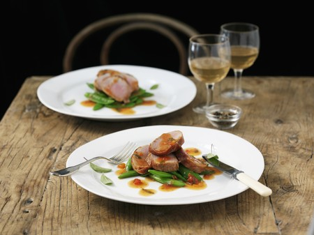 tout: Pork saltimbocca with mange tout and sage