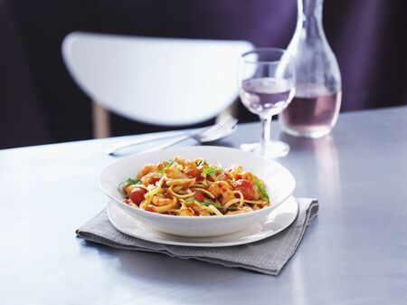 arugola: Linguine with prawns, tomatoes and rocket