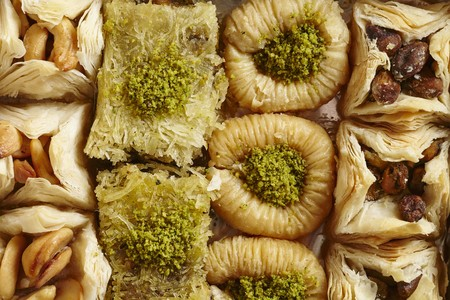yufka: Various types of baklava on a porcelain plate LANG_EVOIMAGES