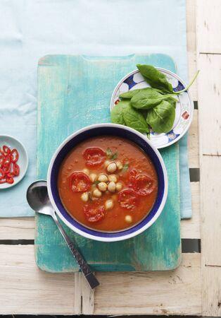 garbanzos: Batata y sopa de tomate con garbanzos