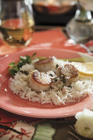 Fried scallops with capers on rice LANG_EVOIMAGES