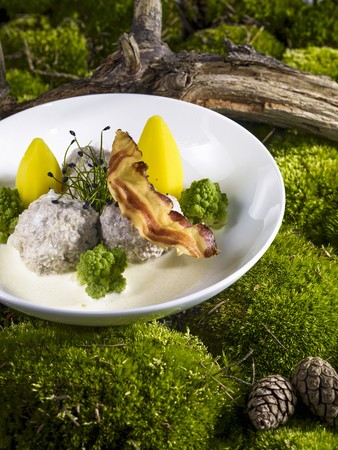 K�nigsberger Klopse (meatballs in a white sauce with capers) with Romanesco, potatoes and bacon