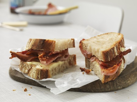 halved  half: Sandwich with cheese and crispy bacon, cut into two parts