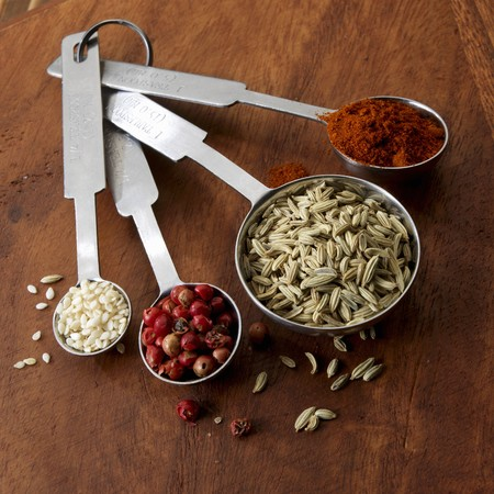 pimiento: Spices and sesame in measuring spoons