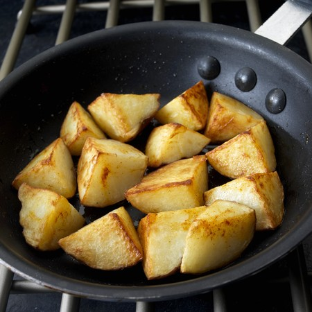 Fried potatoes in frying pan LANG_EVOIMAGES