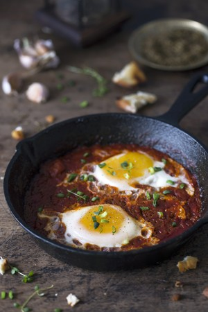 Shakshuka (poached eggs in tomato and pepper sauce, Middle East) LANG_EVOIMAGES