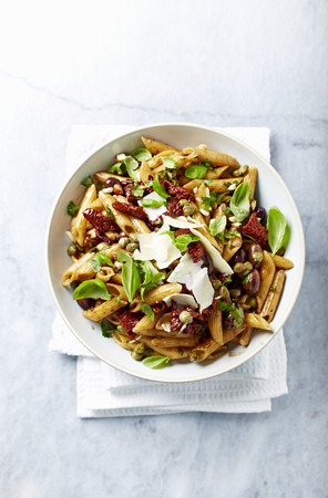 caper: Pasta salad with dried tomatoes, almonds and balsamic vinagar-mustard dressing