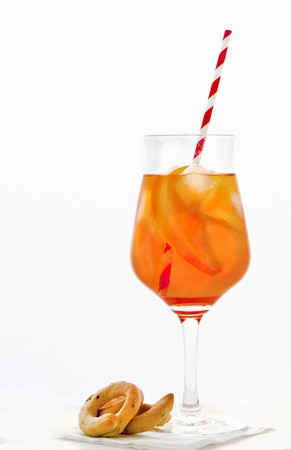 spritz: Aperol Spritz in a glass with straw LANG_EVOIMAGES