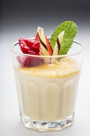 whiteness: White chocolate cream with raspberries and mint