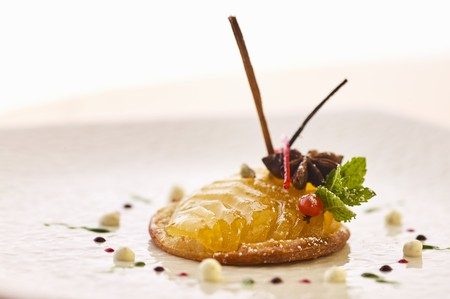 pip: Apple dessert with star anise and mint LANG_EVOIMAGES