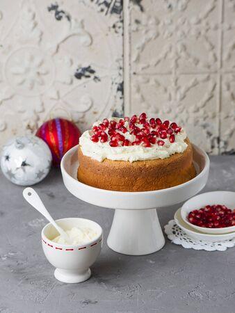 gateau: Pomegranate cake for Christmas
