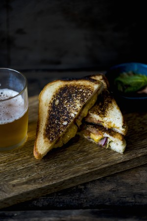 burnt toast: A toasted cheese sandwich LANG_EVOIMAGES