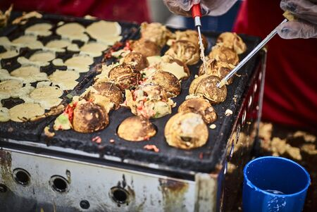 provenance: Stuffed Asian dough balls in a street kitchen LANG_EVOIMAGES