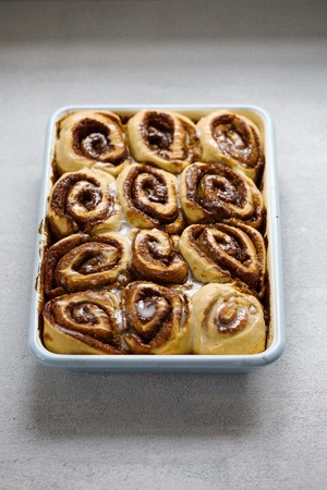 cinnamon swirl: Cinnamon rolls in an enamel baking tin