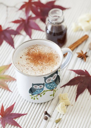 A cup of hot white chocolate flavoured with chai spices and masala LANG_EVOIMAGES