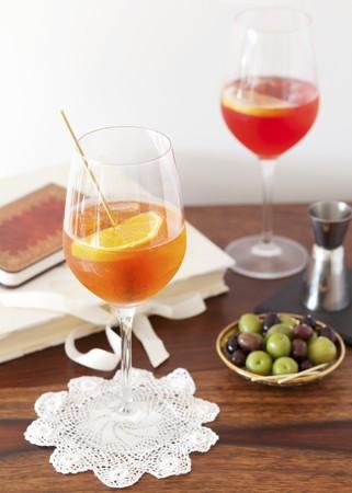 Aperol Spritz and Campari Spritz in glasses LANG_EVOIMAGES