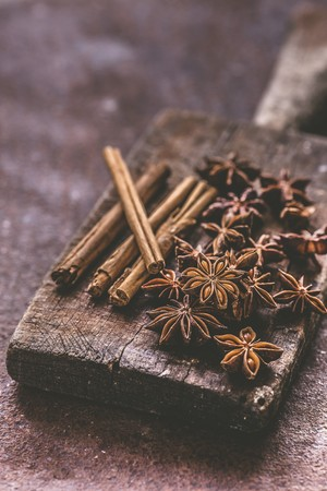 Star anise and cinnamon on a wooden board LANG_EVOIMAGES